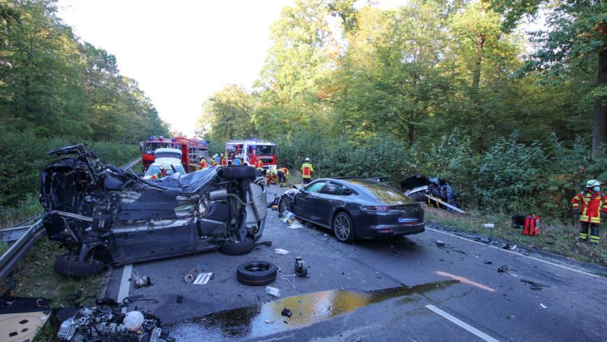 Schwerer Verkehrsunfall bei Blankenloch mit zwei eingeklemmten Personen