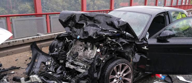Schwerer Verkehrsunfall auf der B35 bei Karlsdorf-Neuthard