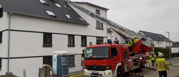 Dachstuhlbrand in Mehrfamilienhaus-Rohbau