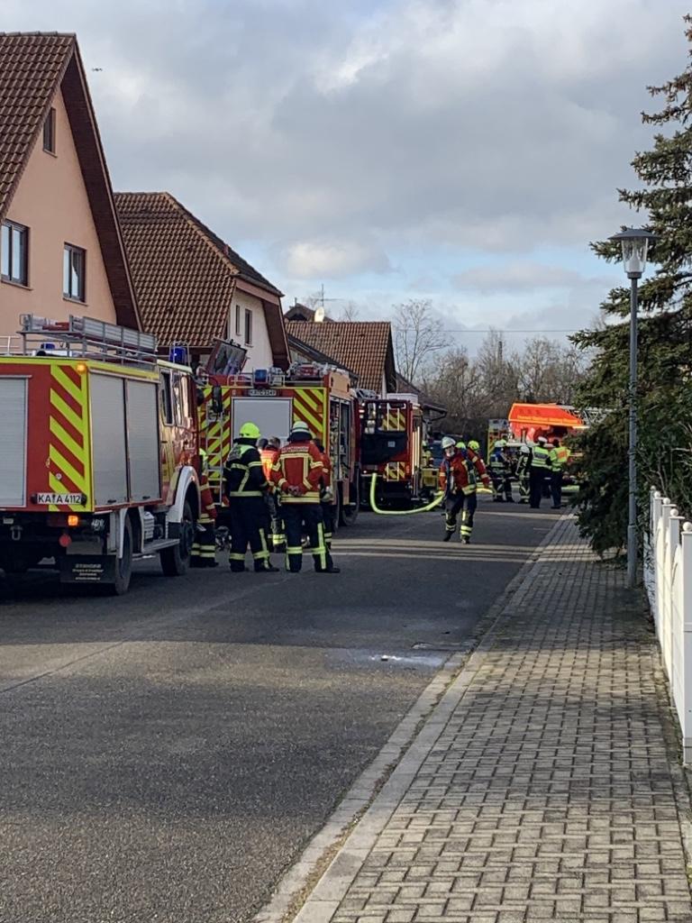 Dichter Rauch bei Saunabrand in Graben-Neudorf
