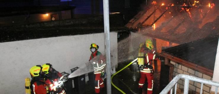 Schuppenbrand beschäftigt die Feuerwehr gleich zweimal