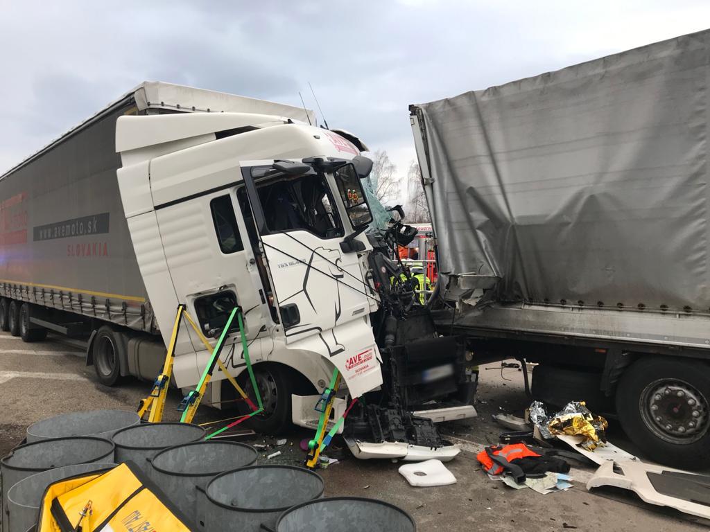 Weiterer schwerer LKW-Unfall am Stauende auf der A5