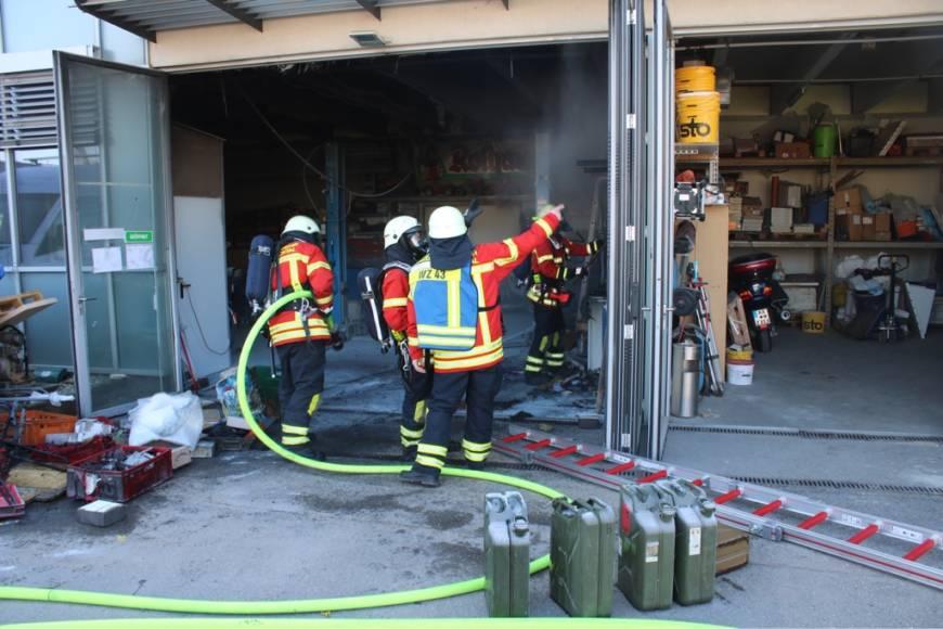 Dank Einsatz von mehreren Feuerlöschern schlimmeren Schaden verhindert