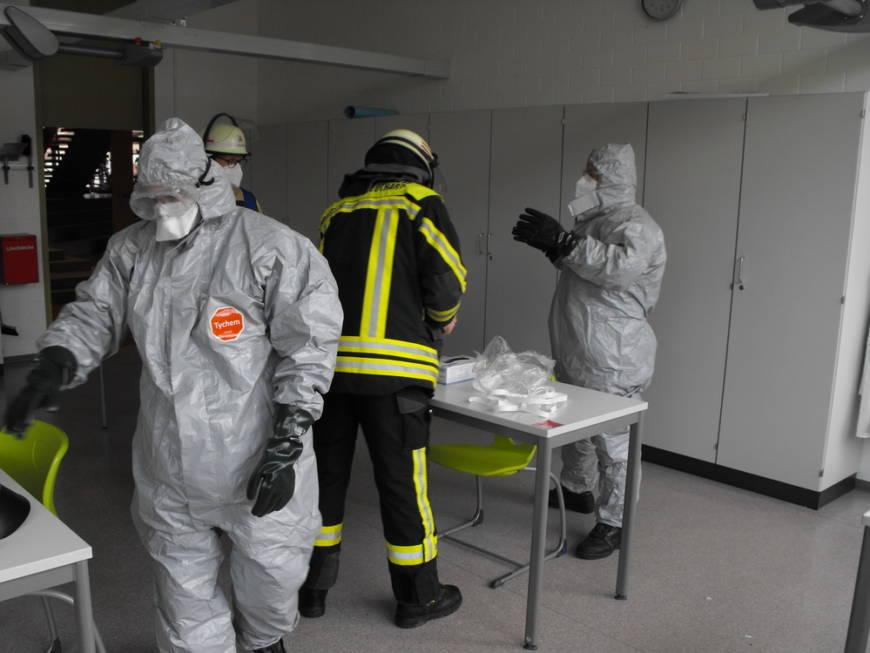 Auslaufende Chemikalien sorgen für kleineren Gefahrstoffeinsatz in Strombergschule