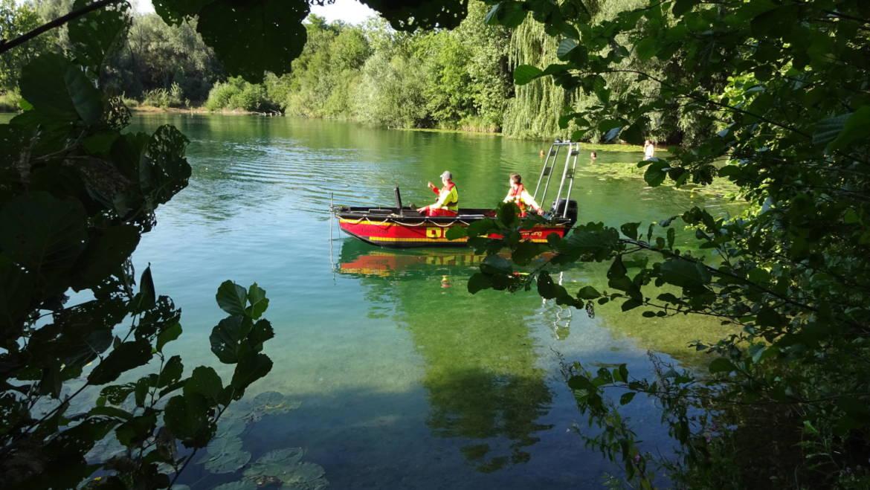 Zurückgelassene Badeutensilien lösen Suchaktion am Baggersee aus