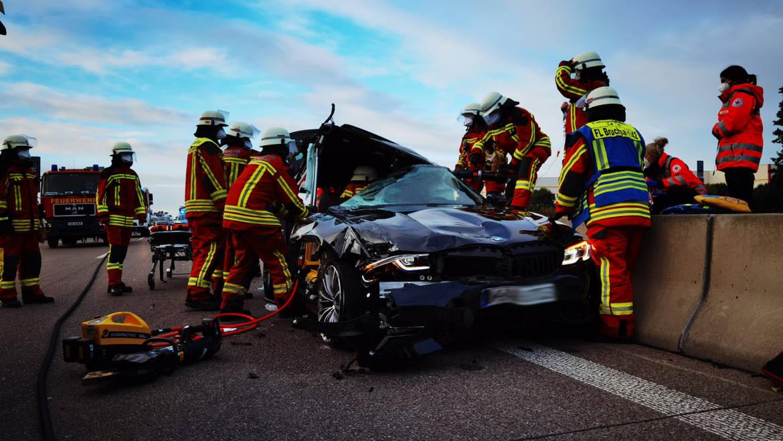 Verkehrsunfall mit eingeklemmter Person BAB 5 Richtung Frankfurt